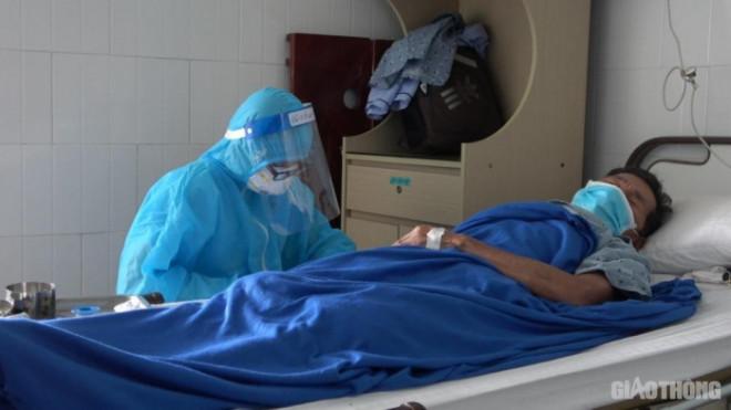 Video: Trong khu cách ly đặc biệt của bệnh nhân nặng từ bệnh viện Đà Nẵng - 1