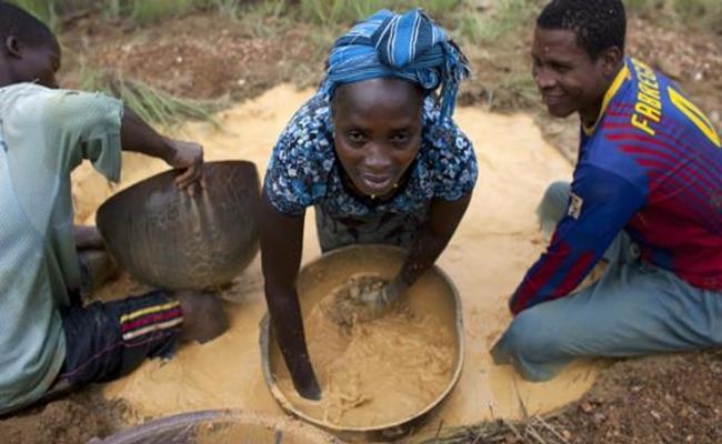 Cộng hòa Mali nằm ở Tây Phi là một trong những nước nghèo nhất thế giới. Hầu hết đất đai là sa mạc, đất canh tác chỉ chiếm 2% tổng diện tích.
