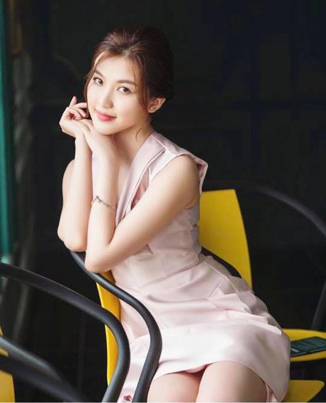 Cách đây không lâu, Lương Thanh gây tranh cãi khi diện váy ngắn lộ lớp lót gây hiểu nhầm như lộ nội y.