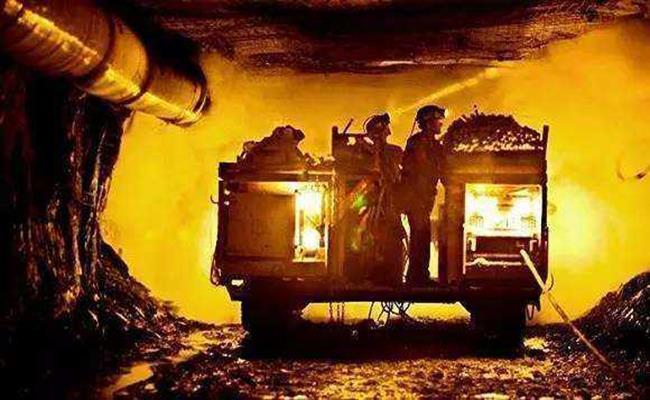 Ngành sản xuất của Mali còn lạc hậu, vì vậy mà phương thức đào vàng ở đây cũng rất nguyên thủy.