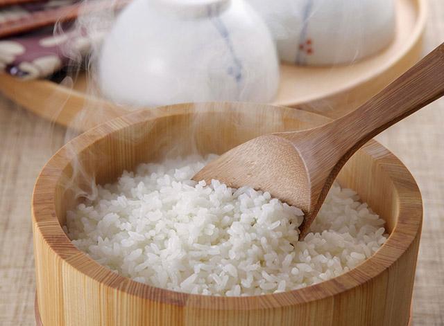 Muốn cơm dẻo thơm, đừng chỉ nấu thông thường mà nên thêm ngay 2 thứ này - 1