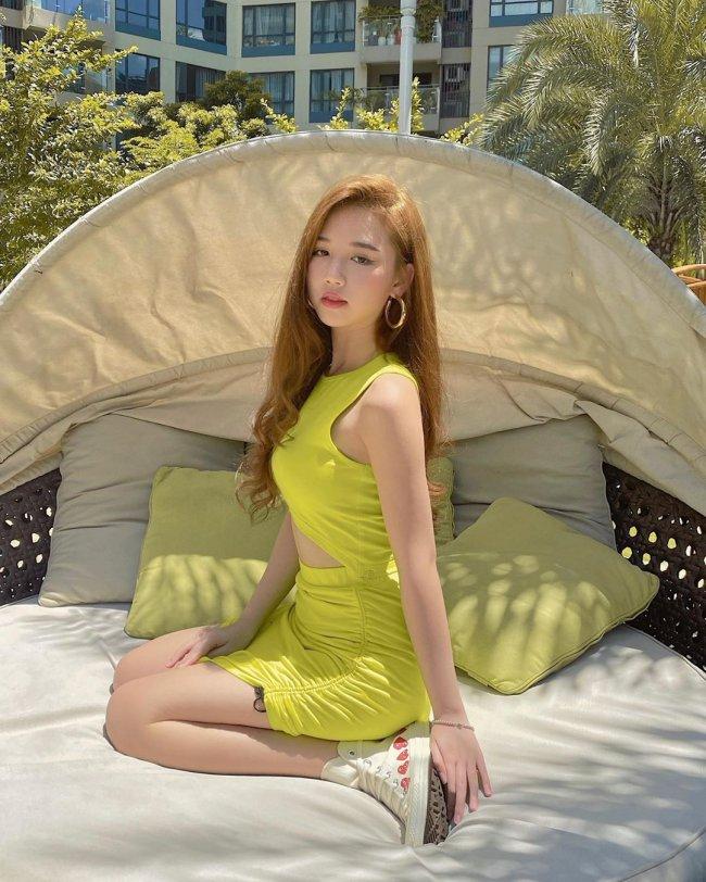 """Amee tên thật là Trần Huyền My, sinh năm 2000 tại Hà Nội. Cô nàng được biết đến và trở nên nổi tiếng từ bản hit """"Anh nhà ở đâu thế?""""."""