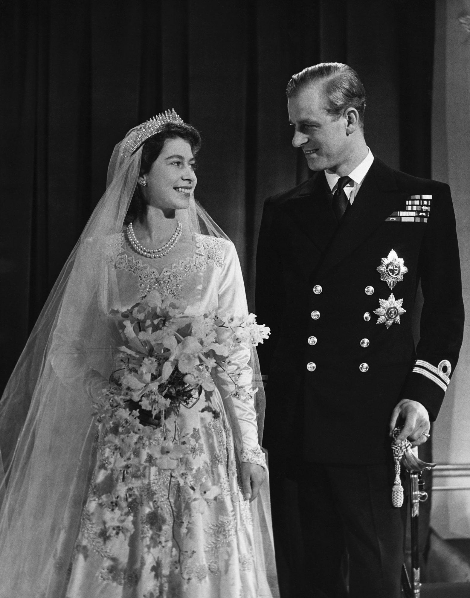 11 điều bạn có lẽ chưa biết về những chiếc vương miện tiara của hoàng gia - 1