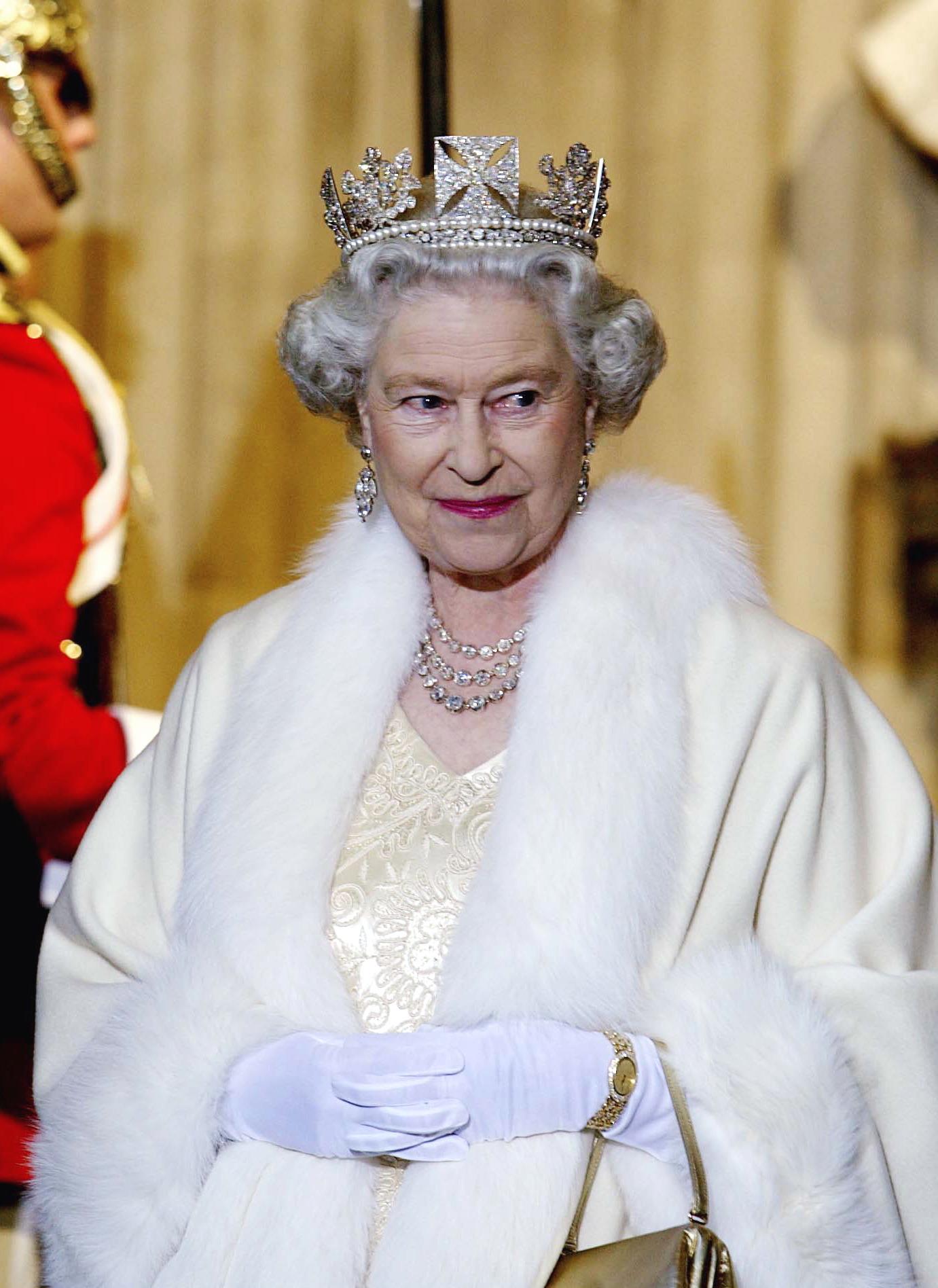 11 điều bạn có lẽ chưa biết về những chiếc vương miện tiara của hoàng gia - 10