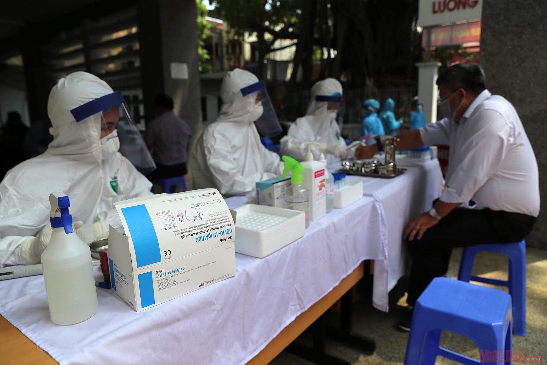 TP Bắc Giang thông tin kết quả xét nghiệm 9 người tiếp xúc với 2 ca mắc COVID-19 - 1
