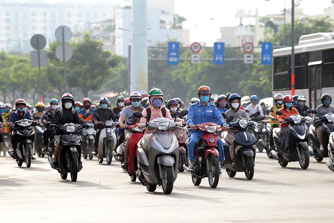 Ảnh: Người Sài Gòn đeo khẩu trang mọi lúc mơi nơi để phòng chống dịch bệnh COVID-19 - 1