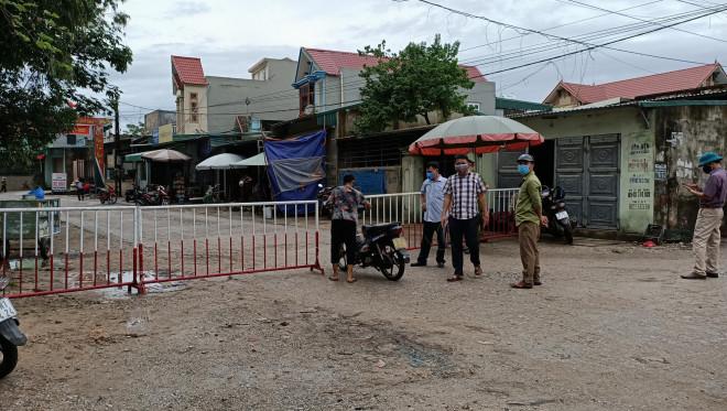Lơ là chống dịch Covid-19, Phó chủ tịch xã ở TP Sầm Sơn bị đình chỉ công tác - 1