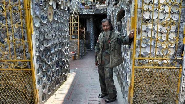 Dành 25 năm trang trí nhà với gần 10.000 bát đĩa cổ, người đàn ông Việt Nam lên báo nước ngoài - 1