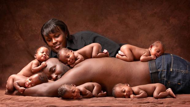 """Bà mẹ sinh 6 khiến cả nước Mỹ ngỡ ngàng, ước """"3 đầu 6 tay"""" để chăm sóc con - 1"""