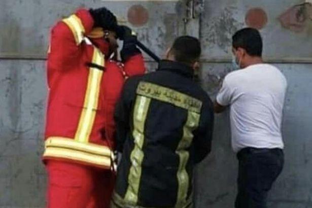 Khoảnh khắc lính cứu hỏa cố gắng vào nhà kho vài giây trước vụ nổ khủng khiếp ở Liban - 1