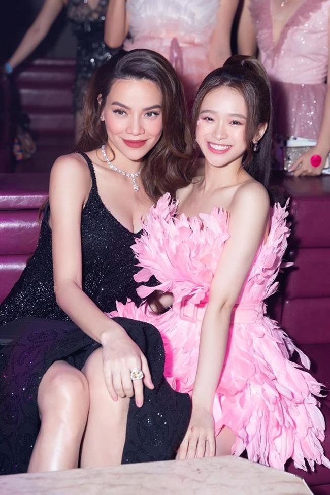 Linh Ka đọ sắc bên đàn chị Hồ Ngọc Hà khi tham gia một sự kiện gần đây.