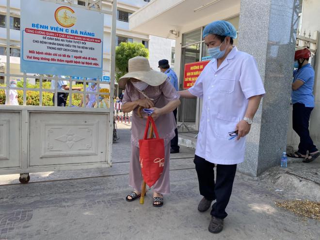 Xúc động tâm thư của Giám đốc Bệnh viện C Đà Nẵng khi được dỡ lệnh phong tỏa - 1