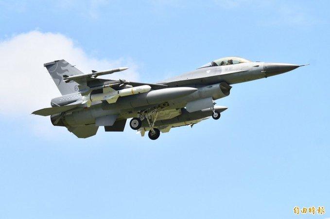 TQ sắp tập trận đổ bộ chiếm đảo, Đài Loan răn đe bằng chiến đấu cơ F-16 cùng tên lửa chống hạm - 1