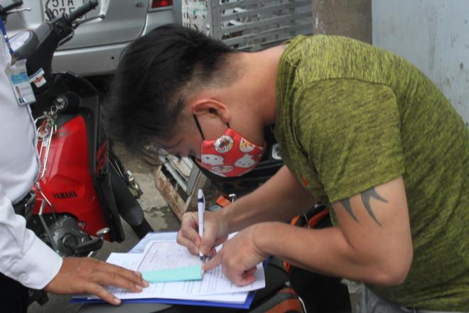 Clip: Phát hiện và xử nghiêm nhiều người không đeo khẩu trang ở quận Bình Tân - 1
