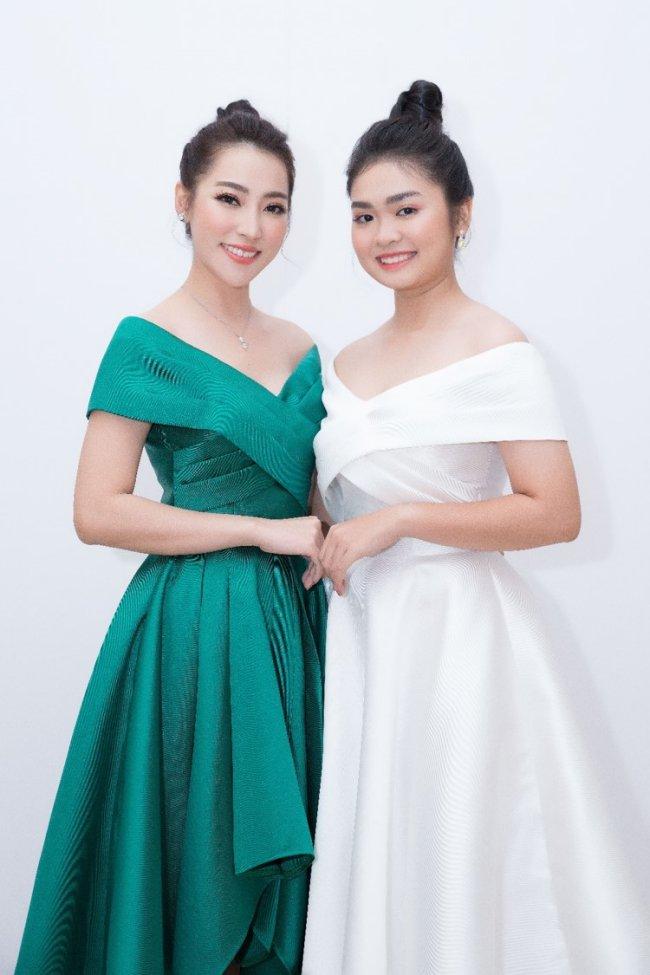 """Sau """"Giọng hát Việt nhí"""", học trò Cẩm Ly có thêm danh hiệu quán quân của cuộc thi """"Tuyệt Đỉnh Song Ca""""cùng Cao Công Nghĩa."""