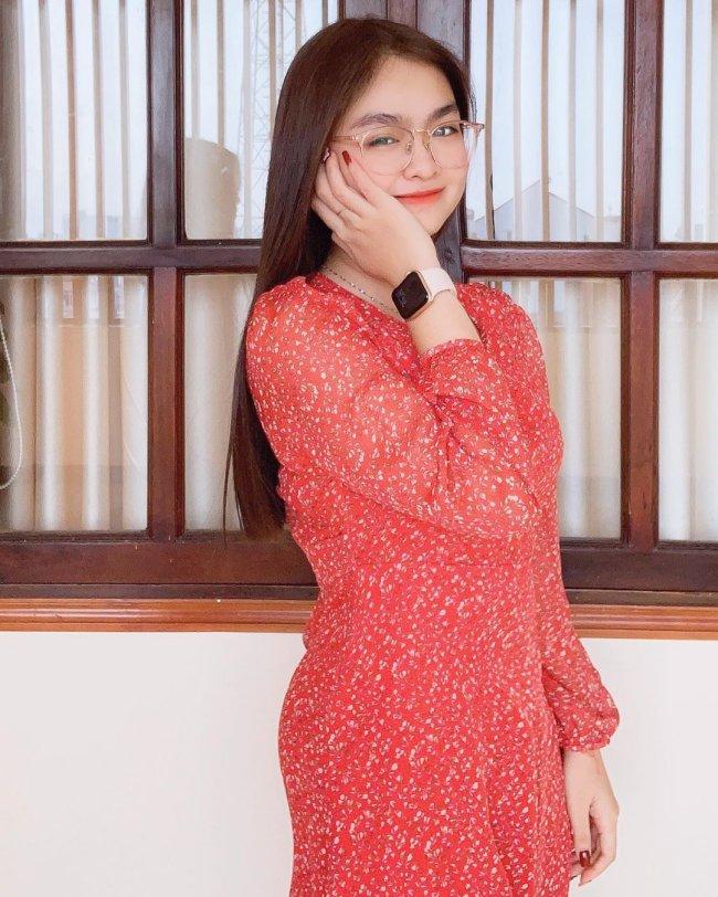 Sau 6 năm, học trò Cẩm Ly trưởng thành hơn trước rất nhiều, đặc biệt là màn lột xác về ngoại hình, trở thành thiếu nữ xinh đẹp, duyên dáng.
