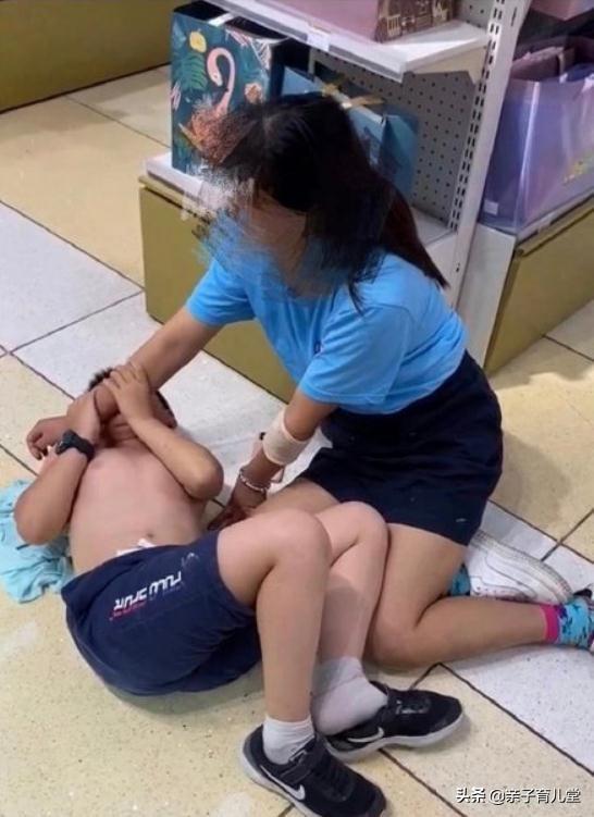 Cậu bé cắn vào cổ tay, đánh đấm người mẹ và sự ngộ nhận sai lầm khi yêu thương con kiểu này - 1