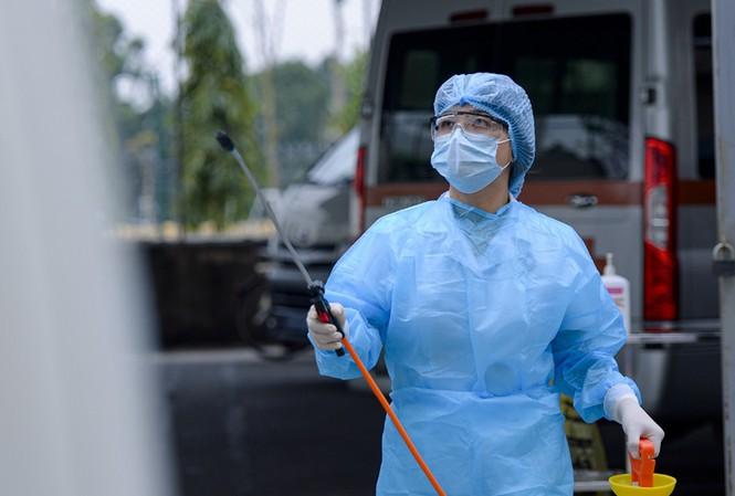 Hơn 5 triệu ca mắc và 160.000 ca tử vong do COVID-19 tại Mỹ - 1