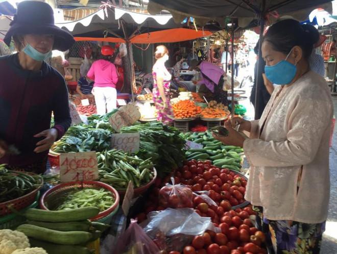 Giá rau ở chợ tăng, siêu thị ổn định - 1