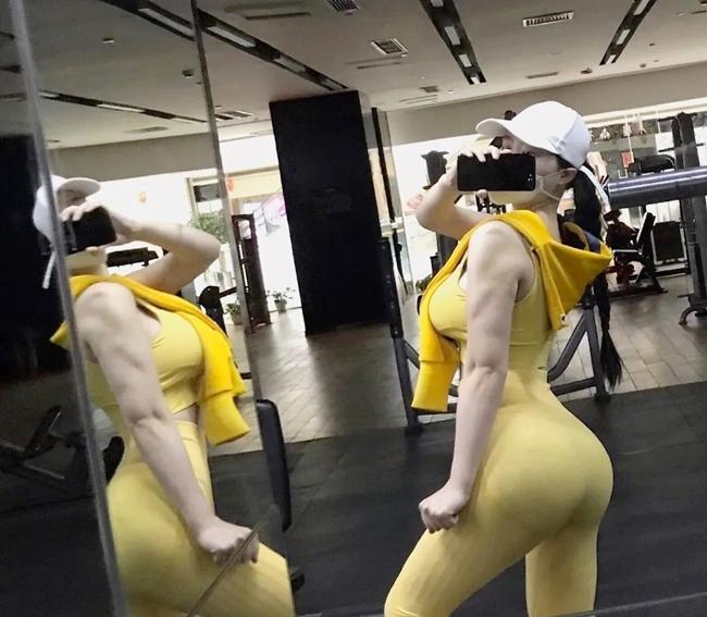 Một số bài tập mà cô thường được cô chọn tập là squats, donkey kicks,...Bên cạnh đó, cô cũng tập luyện với các loại máy trong phònggym vàcả cross-fit.