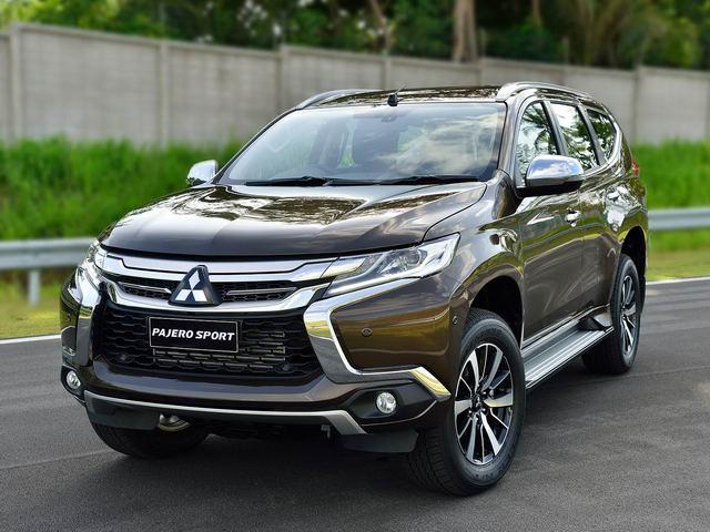 Mitsubishi Pajero Sport giảm giá gần 200 triệu đồng, xả hàng đón bản mới - 1