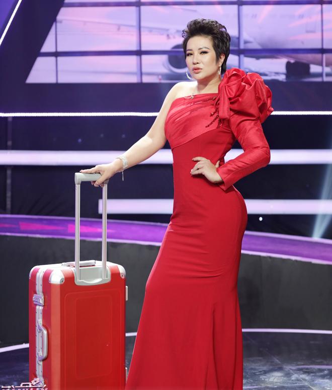 """Nữ doanh nhân giàu có Hà thành khiến nam người mẫu trẻ muốn """"lái máy bay"""" để học hỏi kinh nghiệm - 1"""