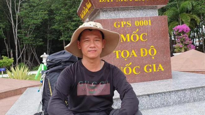 Chàng trai đi bộ xuyên Việt để ngắm nhìn vẻ đẹp đất nước - 1