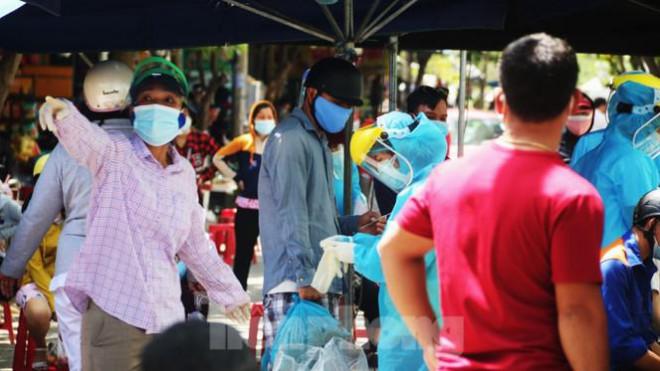 Đà Nẵng: Đổ quân ra chợ 'truy bắt' COVID-19 - 9
