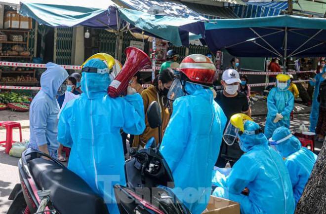 Đà Nẵng: Đổ quân ra chợ 'truy bắt' COVID-19 - 7
