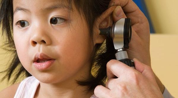 Chữa viêm tai giữa bằng cách này cả con nhỏ lẫn bố mẹ đều hết hẳn đau và khổ sở bấy lâu - 5