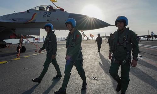 Đằng sau việc đào tạo ồ ạt phi công lái tiêm kích hạm của Trung Quốc? - 1
