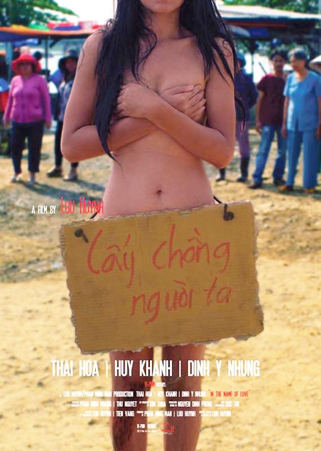 """Thành công nhất trong sự nghiệp phim ảnh của Đinh Y Nhung phải kể đến vai Lụa trong bộ phim """"Lấy chồng người ta"""" với rất nhiều cảnh thân mật với bạn diễn nam.Vai diễn này đánh dấu một cột mốc quan trọng trong sự nghiệp của nữ diễn viên, giúp cô lần đầu tiên được vinh danh """"Cánh Diều Vàng"""" cho hạng mục """"Nữ diễn viên chính xuất sắc nhất""""."""