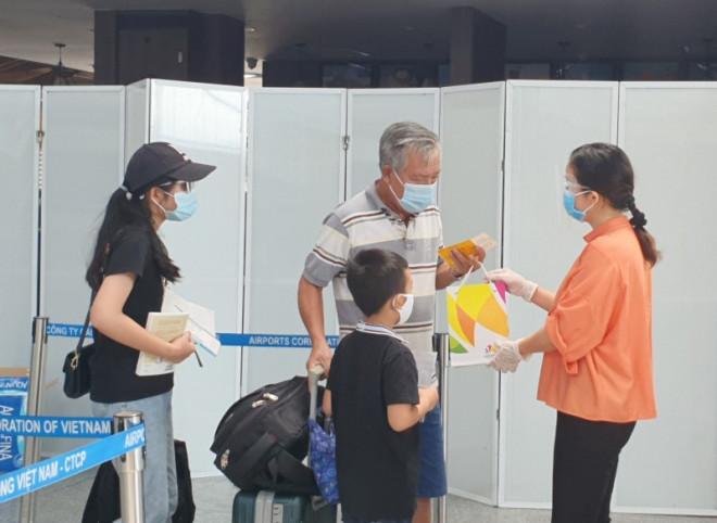 Du khách lên máy bay về quê: 'Đà Nẵng quá tuyệt vời' - 1
