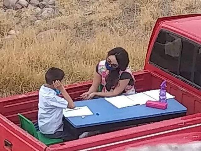 Cô giáo dạy nam sinh học trên thùng xe tải và câu chuyện xúc động về buổi học đặc biệt - 1
