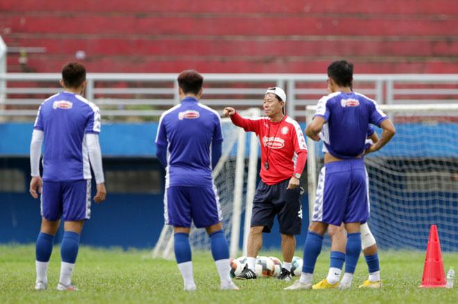 """Ông Chung Hae Soung tiết lộ lý do """"yêu lại từ đầu"""" ở đội Công Phượng - 1"""