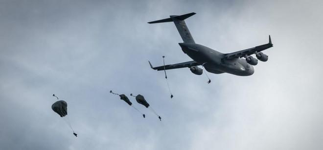 Trung Quốc phản ứng kịch bản Mỹ đánh chiếm tiền đồn trên đảo ở biển Đông - 1