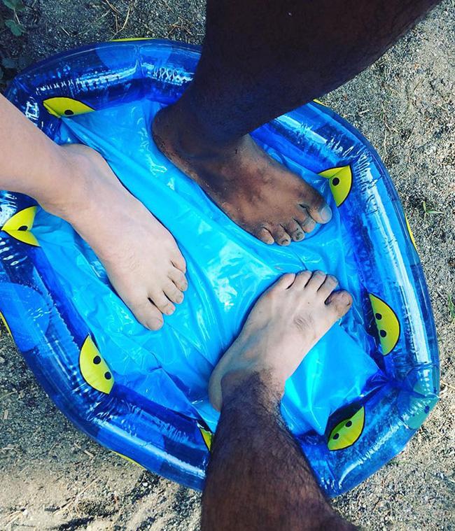 Bể ngâm chân còn không vừa chứ đừng nói là bể bơi.