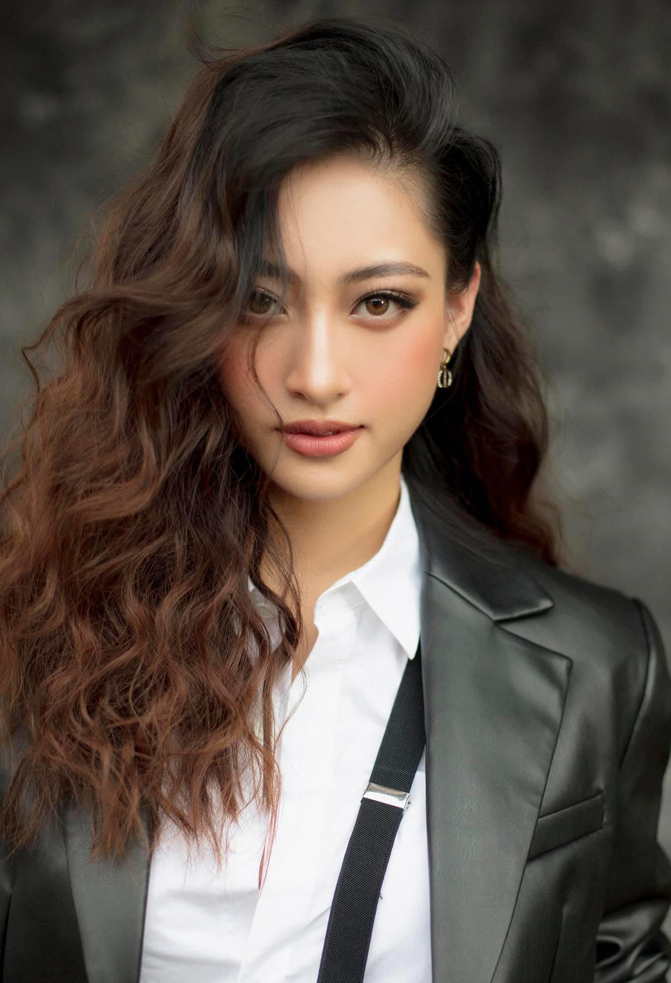 Hoa hậu Cao Bằng có số đo đẹp nhất buông cúc áo ngực hờ hững gợi cảm mê người - 1