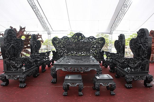 """Những bộ bàn ghế """"siêu khủng"""" đại gia Việt xem như """"báu vật"""", cất kho 30 năm không bán - 1"""