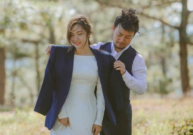 Sau mối tình gần 10 nămvới Hari Won không thành, Tiến Đạt trở nên kín tiếng hơn trong chuyện tình cảm. Đến khi kết hôn, vợ của Tiến Đạt mới thật sự lộ diện trước công chúng. Cặp đôi đã tổ chức lễ cưới vào ngày 31/12/2018.