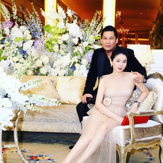 """Nữ hoàng Bolero đối xử với chồng """"vua phòng trà giàu nhất Sài thành"""" thế nào trước vụ lộ clip cùng trai trẻ? - 1"""