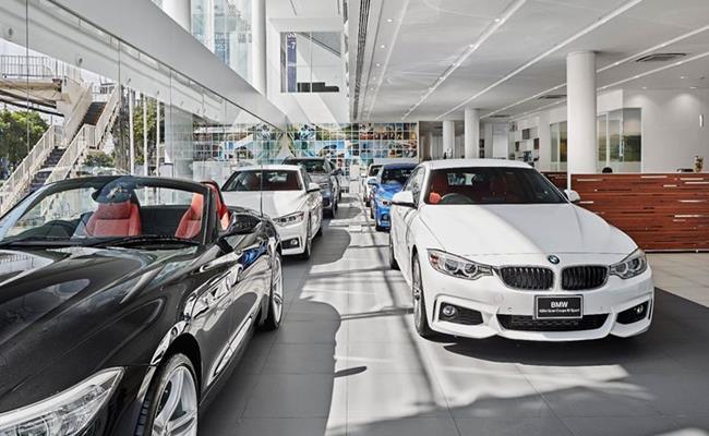 Tại các đại lý ô tô, những hàng ô tô mới sáng bóng có thể khiến người mua hàng tin rằng đây là nơi doanh nghiệp kiếm được nhiều tiền nhất.