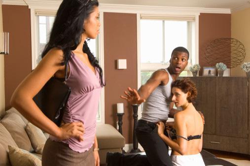 Phụ nữ tuyệt đối không được làm điều này khi phát hiện chồng ngoại tình dù ghen tuông đến đâu - 1
