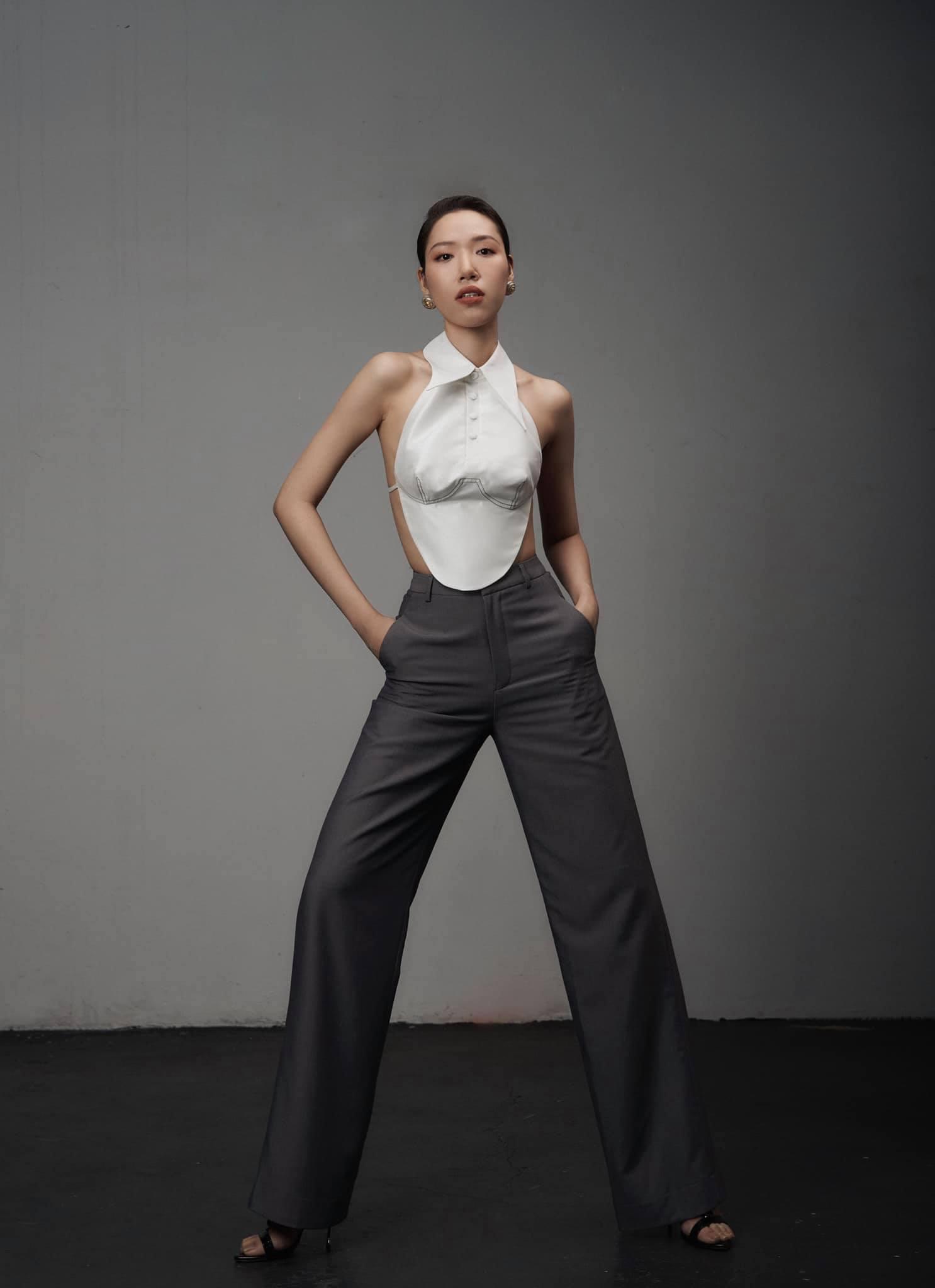 Áo yếm thiên nga của nhà thiết kế có body gợi cảm nhất làng mốt Việt - 1
