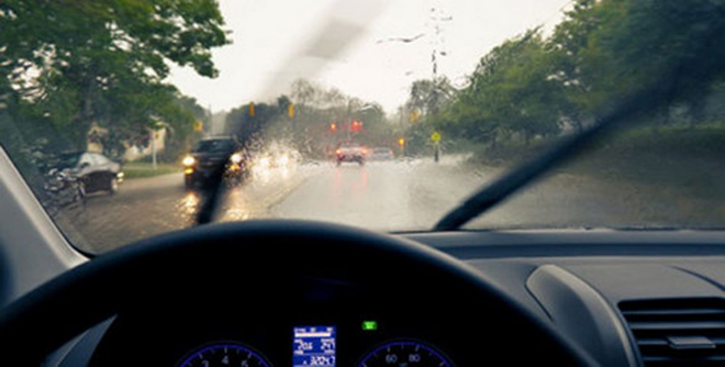 Những phụ kiện cần thiết cho xe ô tô trong mùa mưa bão - 1