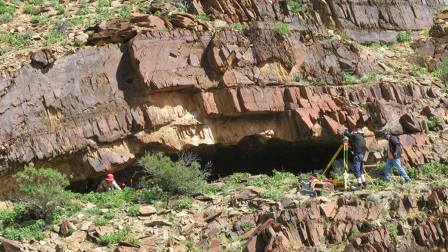 Đi tiểu, bất ngờ phát hiện di tích cổ của loài người 49.000 năm trước - 1