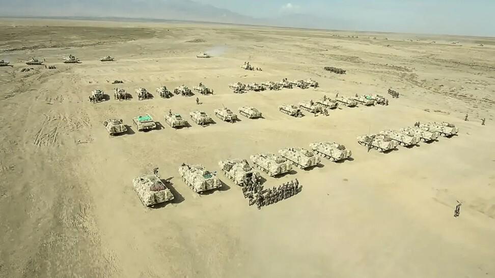 Hàng nghìn quân TQ tập trận giữa sa mạc: Đối phó kịch bản Mỹ tấn công hạt nhân? - 1