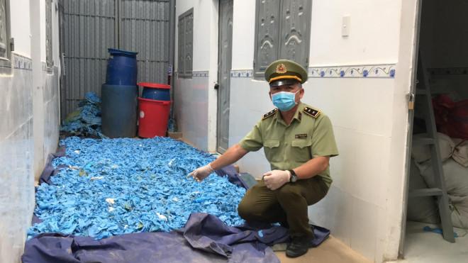 Phát hiện 47 tấn găng tay y tế cũ trước khi tái chế tuồn ngược ra thị trường - 1