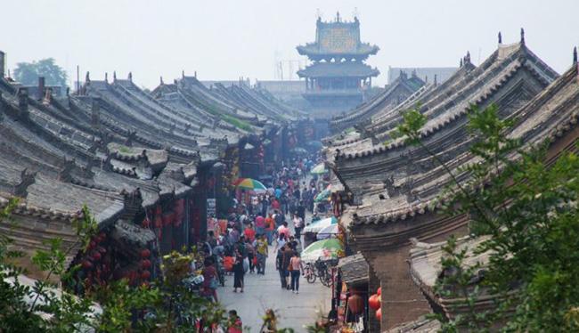 Thị trấn cổ Pingyao nằm ở tỉnh Thiển Tây, được xây dựng vào thời Tây Chu cách đây khoảng 2.700 năm và được xây dựng bởi các triều đại nhà Minh và nhà Thanh.