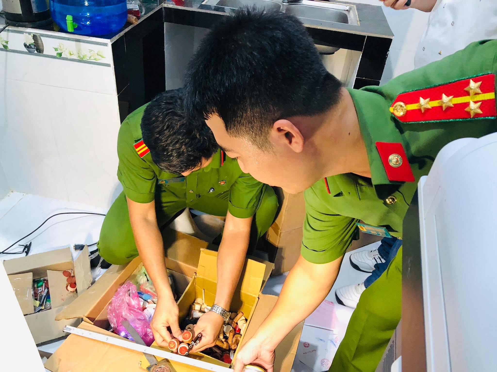 Cả trăm cảnh sát đột kích đường dây làm giả giấy tờ quy mô cực lớn ở TP.HCM và Đồng Nai - 1